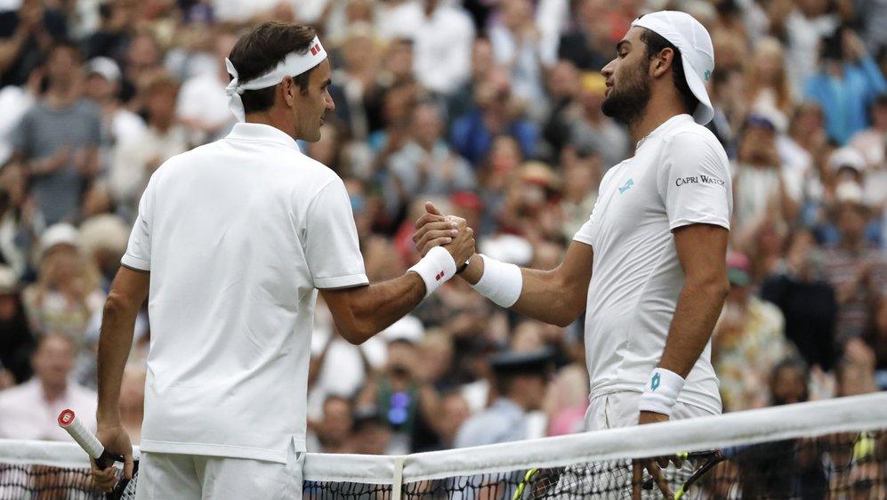 """""""C'est combien la leçon"""" a demandé Matteo Berrettini (à droite) à Roger Federer."""