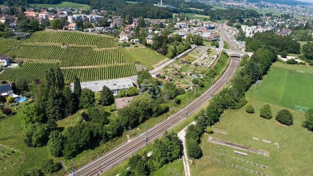 Le projet, qui comprend cinq bâtiments de quatre étages, est prévu sur la parcelle qui accueille aujourd'hui un entrepôt et des arbres (en bas à gauche sur l'image).