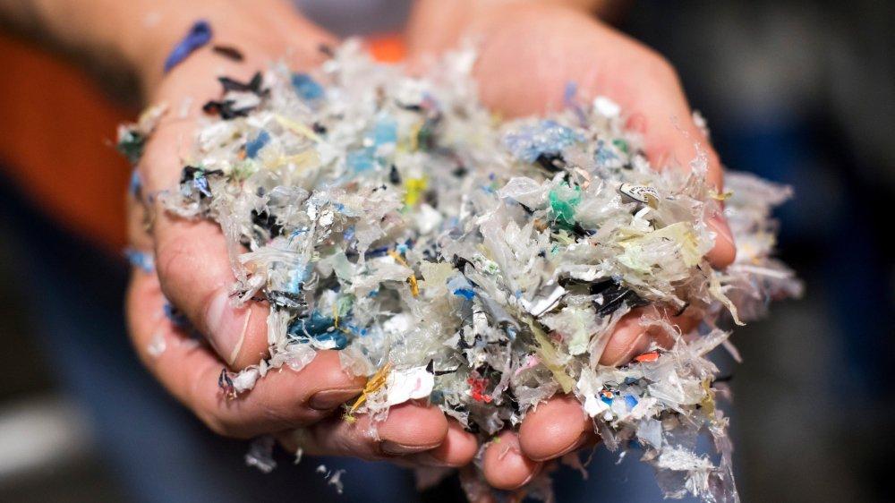 Il ressort de l'étude de l'Empa que la pollution par le plastique est bien plus importante sur et dans les sols que dans les eaux.