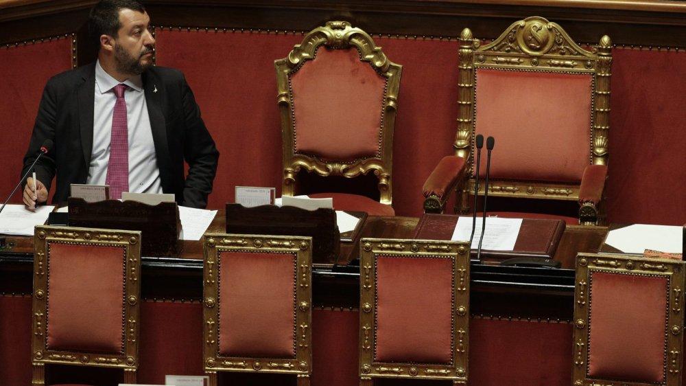 Le ministre de l'Intérieur Matteo Salvini se trouve plongé dans la tourmente en raison de liaisons souterraines dangereuses  avec la Russie.