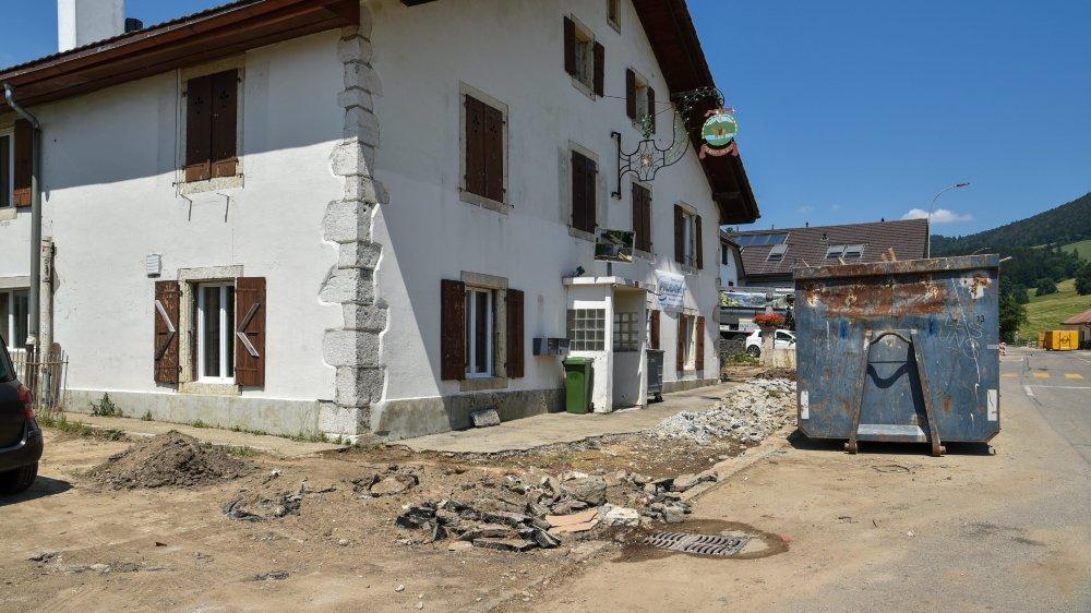 Comme Lisa Junod, dont les alentours de sa maison à Villiers ont été saccagés par la crue, de nombreux propriétaires ne sont pas couverts contre les dommages naturels.