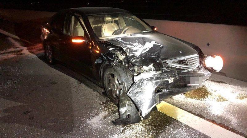 Un accident a fait deux blessés sur l'A1 à Ried b. Kerzers dans la nuit de vendredi à samedi.