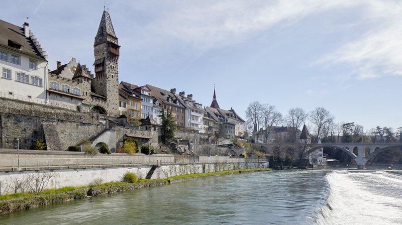 Bremgarten (AG): un voleur saute dans la Reuss avec son butin