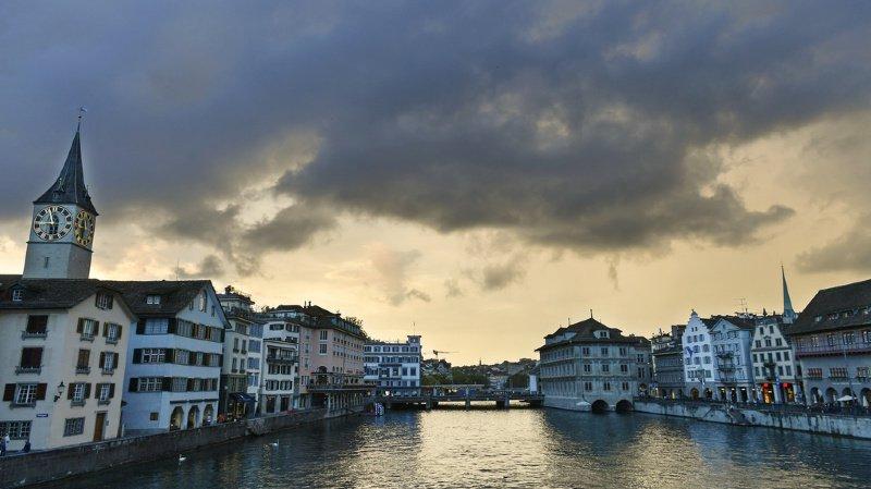 Le front orageux a traversé la Suisse d'ouest en est le long des Alpes.