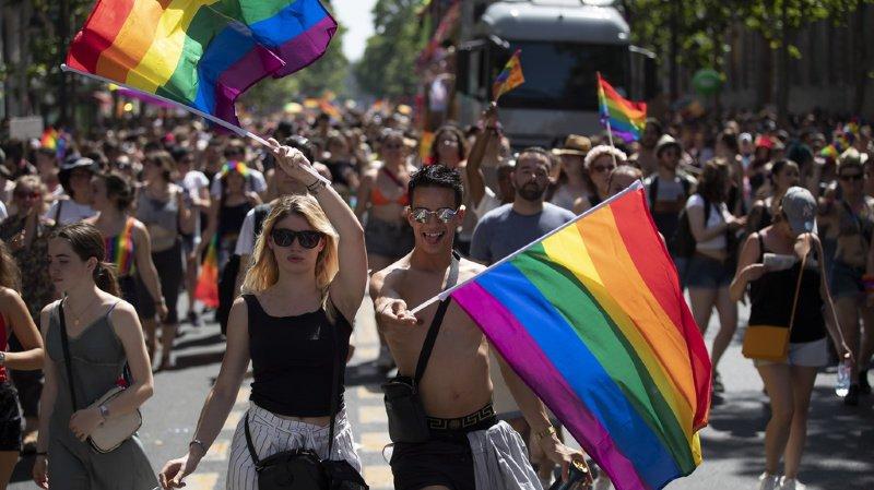 """Le maire démocrate de New York Bill de Blasio l'a présentée comme """"la plus grande marche des fiertés de l'histoire du Globe."""""""