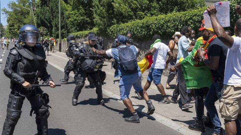 Manifestations camerounaises à Genève: un journaliste de la RTS agressé, six personnes interpellées