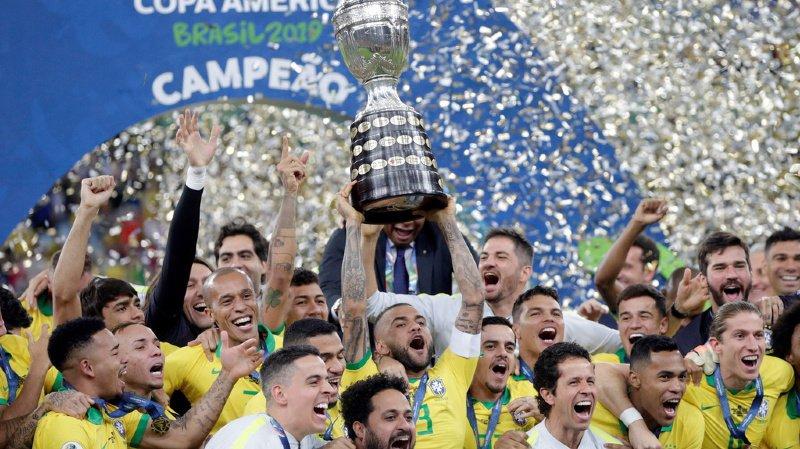 Les joueurs brésiliens célèbrent leur victoire après la finale de la Copa América 2019.