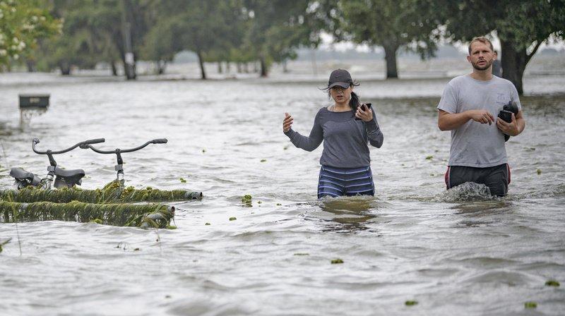 Etats-Unis: la tempêteBarrybalaie la Louisiane, La Nouvelle-Orléans respire