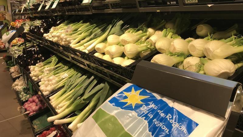 Depuis le 24 juin, Migros présente ses fruits et légumes dans des caisses noires et non vertes comme auparavant. (Illustration)