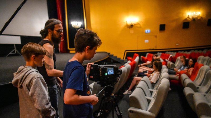 Une scène du film des jeunes cinéphiles a été tournée au cinéma des Arcades, à Neuchâtel.