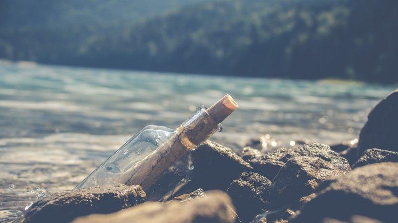 La bouteille a été récupérée en début de semaine sur une plage de la région des Pouilles par le maire de la petite commune de Morciano di Leuca.