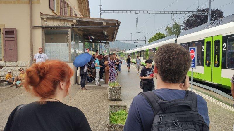 Les voyageurs sont restés bloqués à la gare des Geneveys-sur-Coffrane.