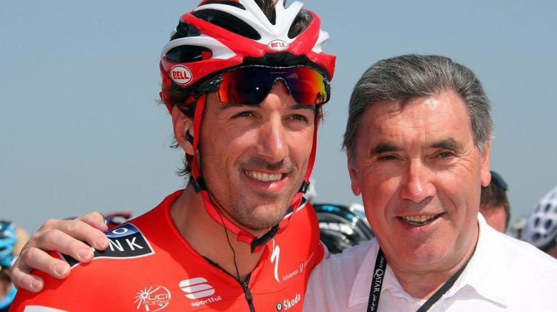 Le champion Belge Eddy Merckx (à droite), ici en compagnie du Suisse Fabian Cancellara, n'est pas exempt de tout soupçon en matière de dopage.