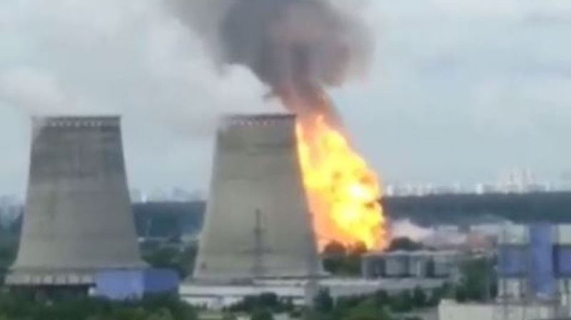 Les flammes ont atteint une cinquantaine de mètres de hauteur.