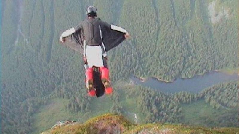France: un wingsuiter termine son vol dans des câbles électriques