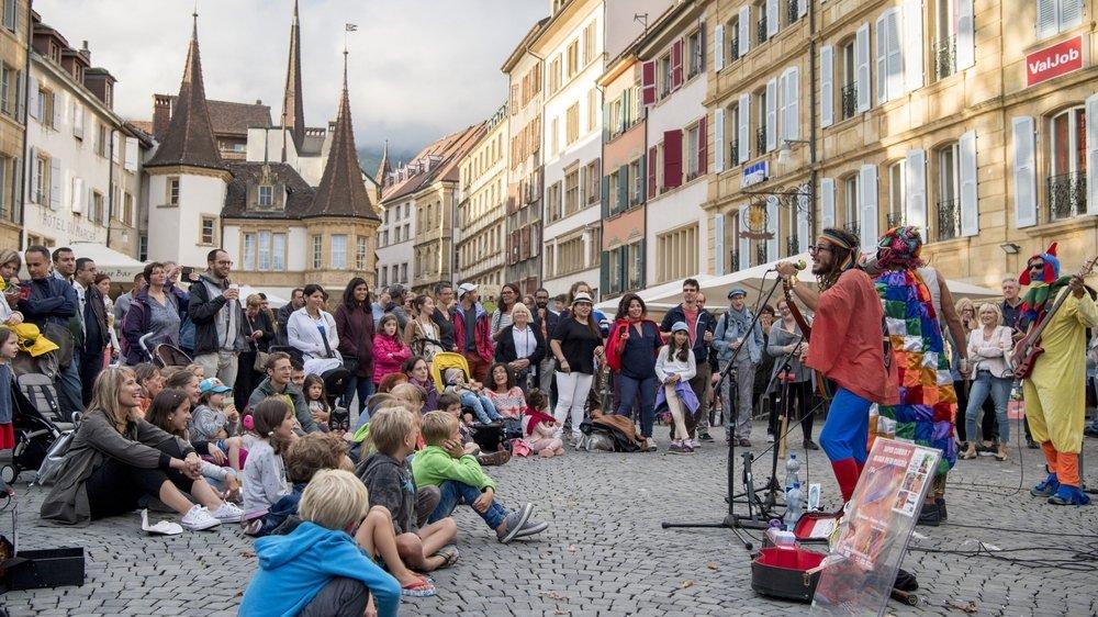 La place des Halles, au coeur de la zone piétonne, un des points de ralliement des amateurs du Buskers Festival de Neuchâtel, comme ici il y a deux ans.