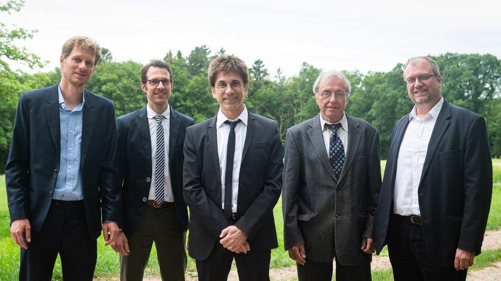Le Conseil communal de La Grande Béroche immortalisé le 6 juin dernier, moins d'un mois avant la démission du Vert Joël Wahli (2e depuis la gauche).