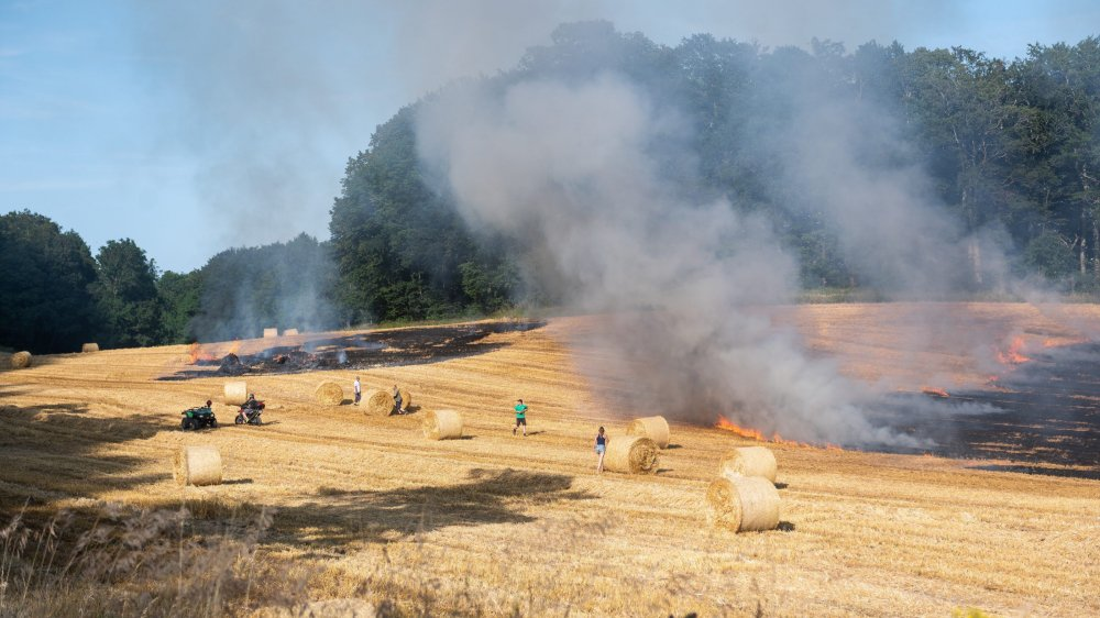 L'incendie a eu lieu dans un champ à la sortie de Rochefort en direction du Val-de-Travers.