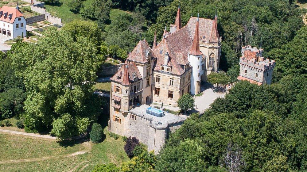 Vues au drone du Château de Gorgier.