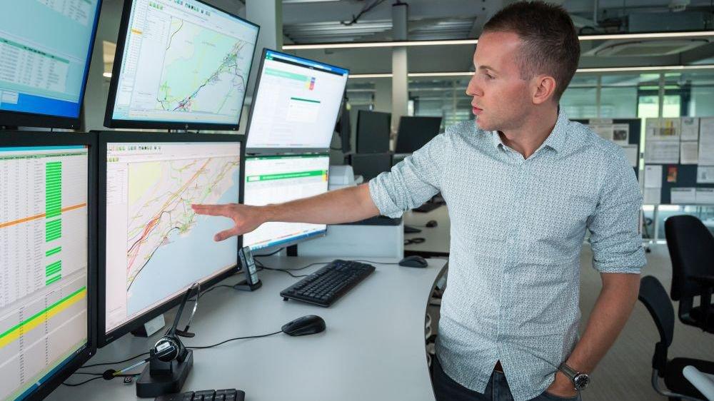 Samuel Nikles, responsable du centre de gestion du trafic de TransN à La Chaux-de-Fonds.