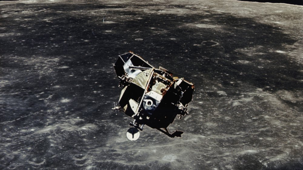 Les missions Apollo, avec l'analyse de roches lunaires, ont permis de déterminer l'origine de la Lune.