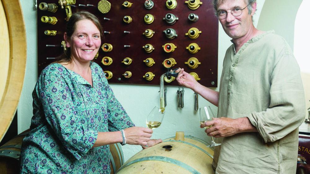 Cinzia et Jocelyn Vouga possèdent une surface de 6 hectares qui produit 40'000 bouteilles par année.