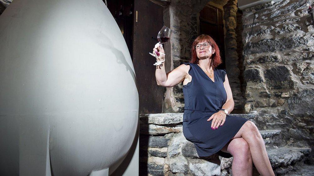 Fabienne Constantin-Comby et son mari Michel se partagent les tâches. Si tous deux mettent la main à la vinification, Michel s'occupe plus des vignes et Fabienne de la partie commerciale.