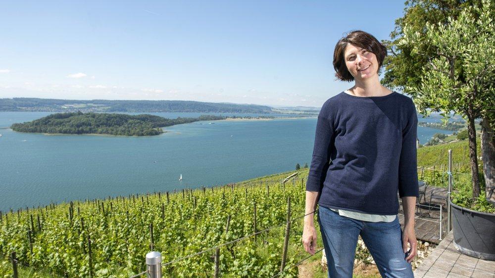 """Ce que Sabine Steiner préfère? """"Me trouver au grand air et suivre au plus près l'évolution de mes vignes au gré des saisons."""""""