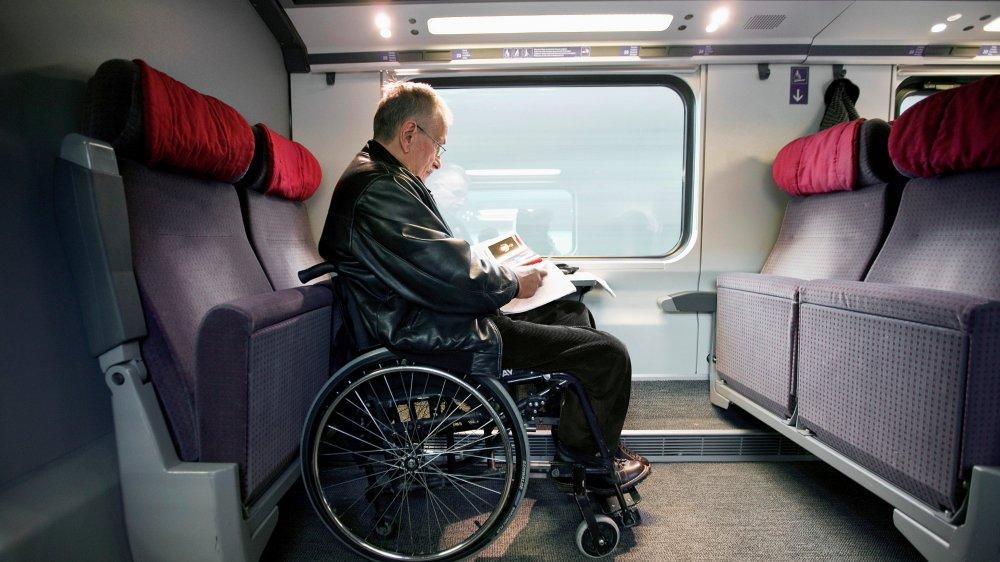 Si des places sont réservées  pour les personnes handicapées au rez-de-chaussée des trains  duplex, les réservations n'y sont, pour l'heure, possibles  qu'à l'étage.