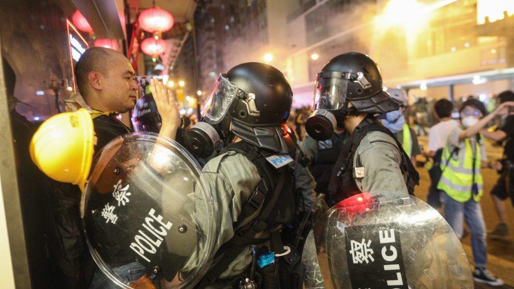 Hier, à Hong Kong, la tension était palpable entre policiers et manifestants.