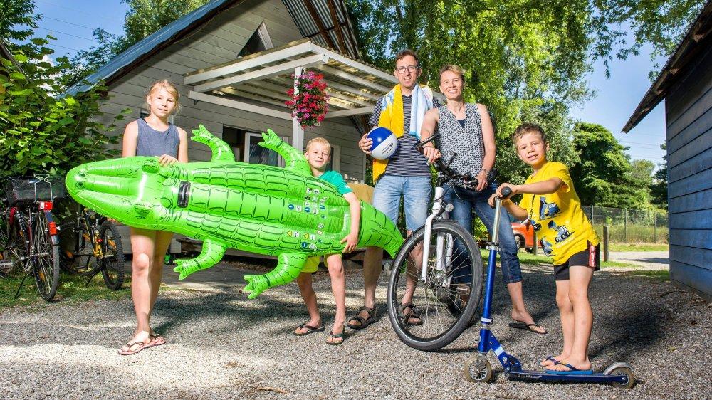 Bettina Habrik Züger, Roman Habrik ainsi que leurs enfants Anina, Joël et Yves s'essaient au camping pour la deuxième fois.