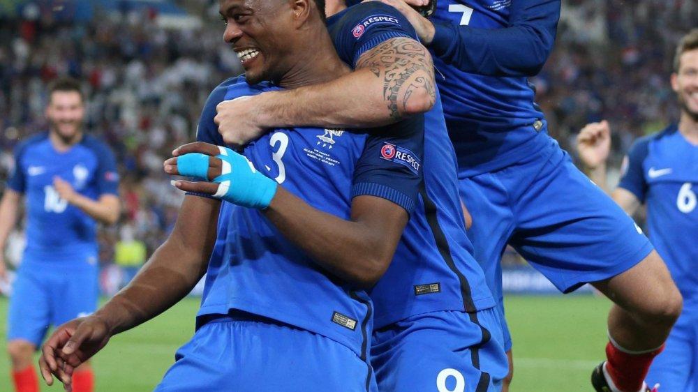 Le numéro 3 français prend sa retraite, ici en 2016, lors de la demi-finale de l'Euro contre l'Allemagne.
