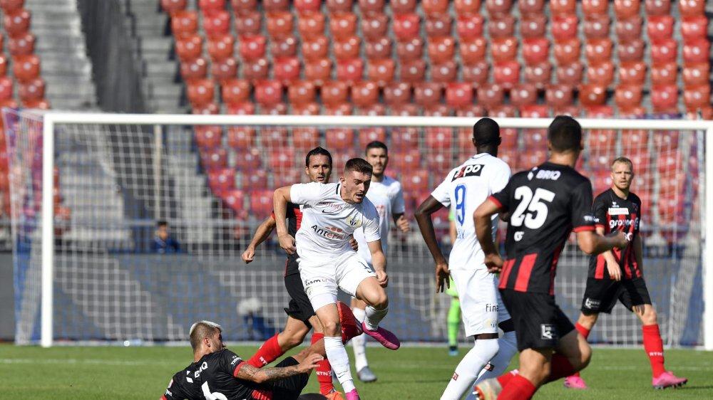 Cette faute de Pietro Di Nardo (à terre) sur le Zurichois Toni Domjoni lui vaut trois matches d'arrêt.