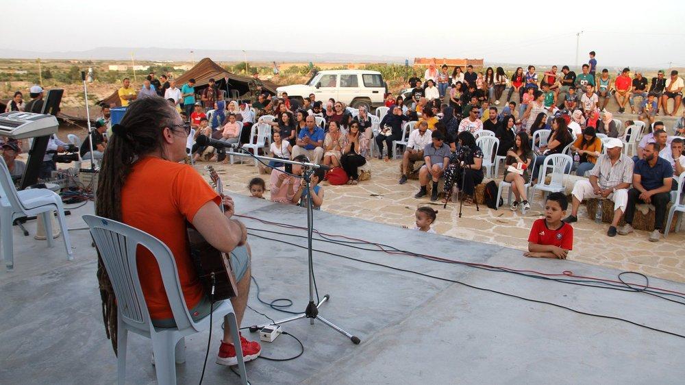 """Le musicien neuchâtelois s'est produit au centre culturel de Semmama, dans une """"zone rouge"""" désertée par les touristes."""