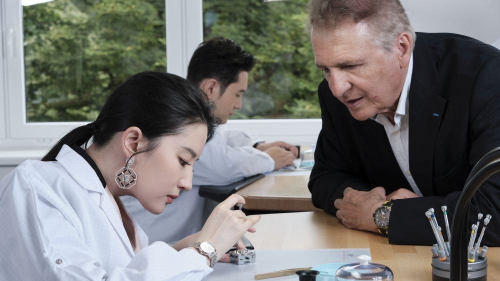 La marque horlogère a reçu deux de ses ambassadeurs, les comédiens Liu Yifei (premier plan, avec François Thiébaud) et Huang Xiaoming (au fond), de véritables stars dans leur pays.