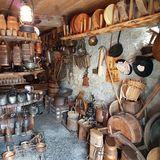 Visite du petit musée dans une cave Lucquérante