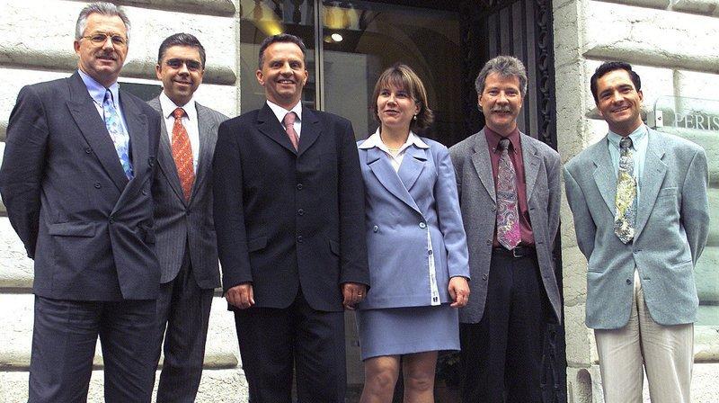 Eric Augsburger (deuxième depuis la droite) en juin 2000, avec ses collègues du Conseil communal de Neuchâtel: Rémy Voirol (chancelier), Antoine Grandjean (lib), Didier Burkhalter (rad), Françoise Jeanneret (soc) et Pierre Bonhôte (soc).