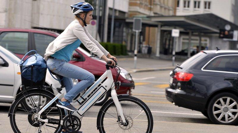 La micromobilité en partage a le vent en poupe dans les villes suisses, mais les différents prestataires et systèmes de location et de décompte rendent le marché opaque. (illustration)