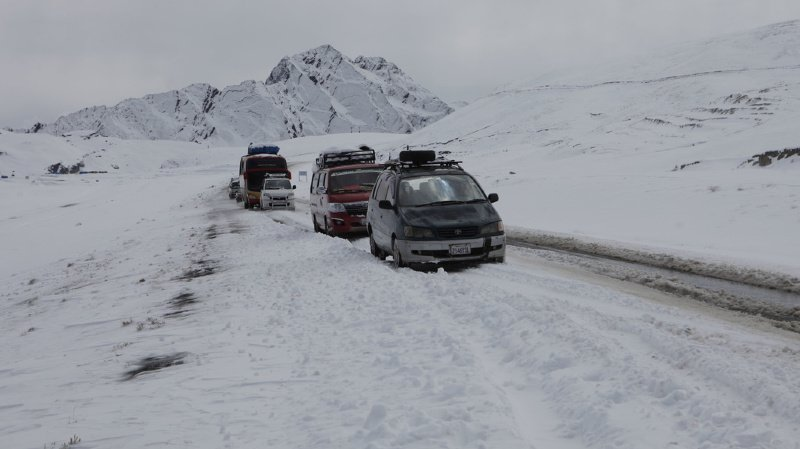 Les chutes de neige ont affecté le transit normal du véhicule à travers les montagnes, comme ici en 2013, dans les environs de La Paz.