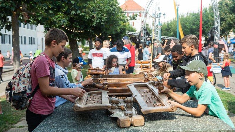 La Chaux-de-Fonds: de vieux meubles transformés en jeux à la Plage