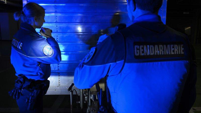 Les policiers demandent d'ouvrir l'oeil, sans pour autant se mettre en danger (illustration).