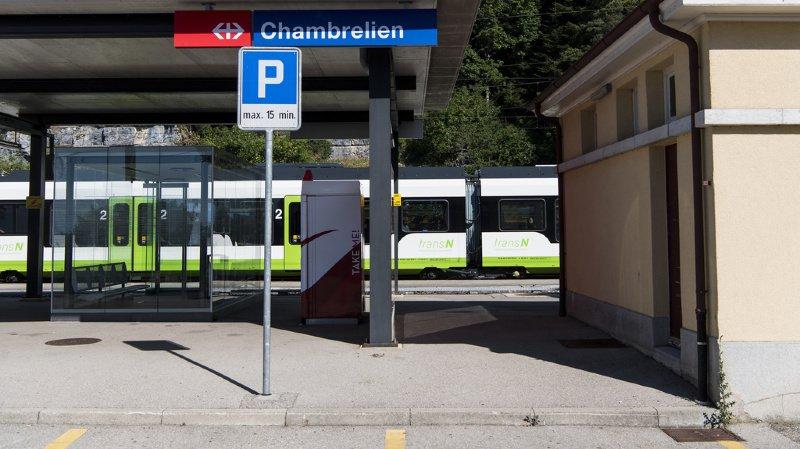 Le trafic est totalement interrompu entre Chambrelien et Les Geneveys-sur-Coffrane.