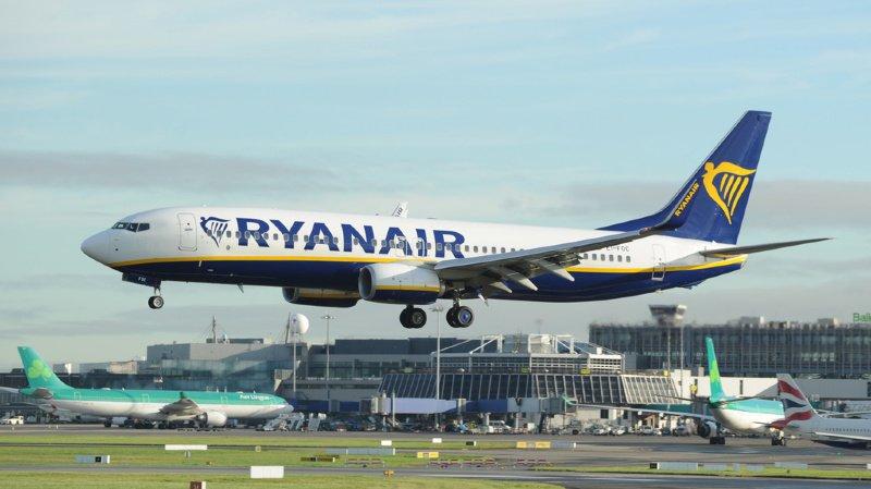 Transport aérien: les problèmes du Boeing 737 MAX obligent la compagnie Ryanair à fermer des bases