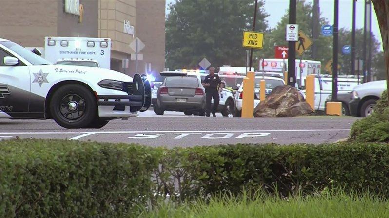 Les deux victimes seraient des employés de Walmart, l'une des plus grandes enseignes des États-Unis.