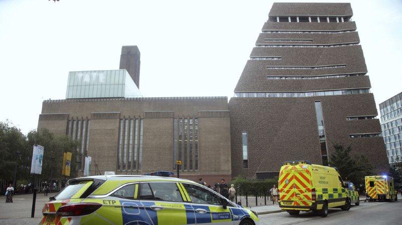 Grande-Bretagne: un adolescent pousse un enfant du 10e étage du musée Tate Modern à Londres
