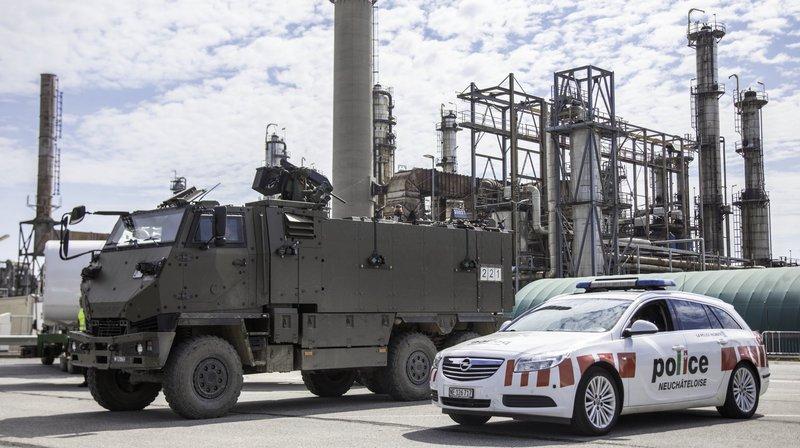La police et l'armée investissent la raffinerie de Cressier