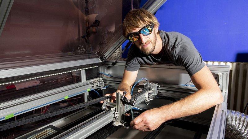 Passionné de logiciels libres, ce Neuchâtelois a construit sa propre découpeuse laser