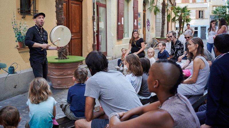 A Neuchâtel, la poésie des conteurs colore le Buskers