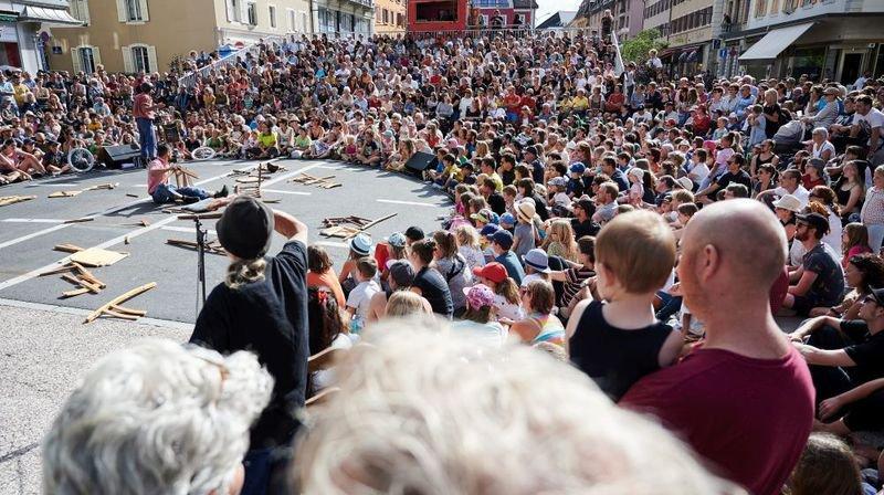 Le public – ici lors du spectacle des frères Troubouch samedi – a répondu présent une nouvelle fois lors de la Plage des Six-Pompes.