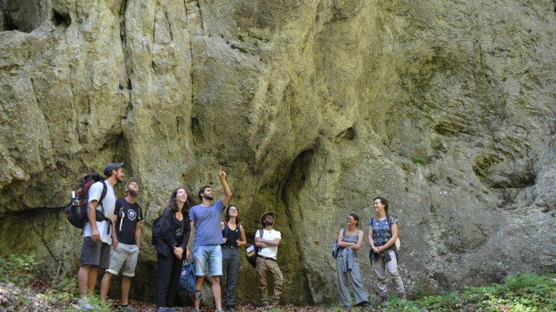 Les apprentis archéologues passent le Val-de-Travers au crible